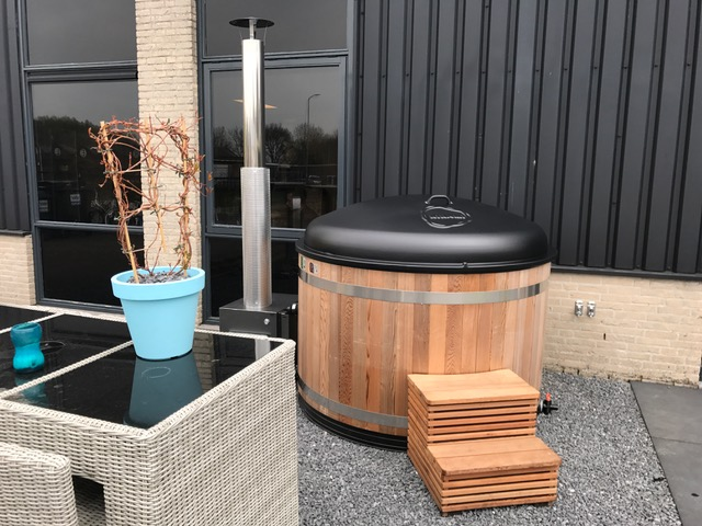 Kirami hottub in showtuin